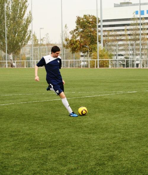 Галерия към: Димитър Конев играе футбол пред очите на Зинедин Зидан